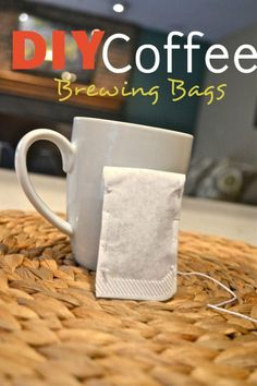 DIY Coffee Brewing Bags A great way to take your favorite Coffee with you! These are easy to make and are much cheaper then those individual coffee brewing systems. Do It Yourself Videos, Make It Yourself, Coffee Sachets, Make Your Own Coffee, Coffee Pods, Coffee Beans, Coffee Recipes, Diy Food, Homemade Gifts