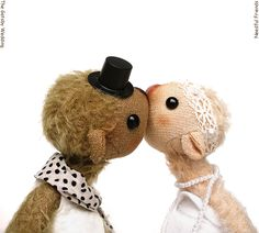 """""""you may kiss the #bride"""" Needful Friend #wedding #couple 4,5 inches."""