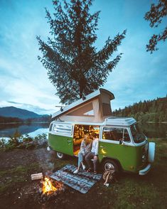 @braedin • Photos et vidéos Instagram #couple #pareja #love #camper #van #campervan #combi #vw #dusk #campfire #nature #nomadlife