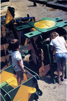 PLAYGROUND PROJECT: Richard Dattner, Play panels, 1967: adventure playground Central Park; see: Playgrounds and Play Apparatus, Process Architecture No 30, 1982
