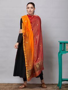Salwar Designs, Kurta Designs Women, Kurti Designs Party Wear, Blouse Designs, Dress Indian Style, Indian Dresses, Indian Outfits, Pakistani Fashion Casual, Indian Fashion