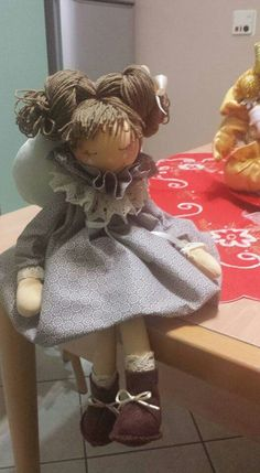 Bambola di Wanda Hobbies And Crafts, Diy And Crafts, Fabric Brooch, Country Crafts, Raggedy Ann, Soft Dolls, Christmas Angels, Fabric Dolls, Beautiful Dolls