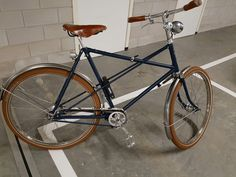 The basis of this bike is a Juncker crossframe from the 50s, the taillight and Bosch headlight are original.  Furthermore, the bike is equipped with Brooks England saddle and grips, Sturmey Archer 5 speed and hub dynamo, bare stainless steel fenders and wheels and finally ABUS Cycling folding lock.