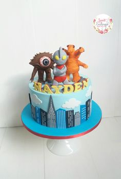 My take on an Ultraman cake!