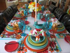 Doesn't this table make you happy? So colorful!