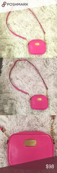 Bright light pink Michael Kors bag  Fabulous condition!! Perfect for the summer  Michael Kors Bags Crossbody Bags