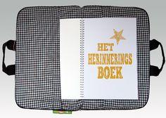 In het herinneringsboek kun je alles over het overlijden opschrijven, maar er is ook ruimte om te tekenen, om erover te praten, om te knutselen of om een spelletje te spelen. Kijk voor de herinneringstas op www.mijntasenik.nl