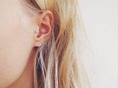 Kleinen Kreis Ohrstecker Ohrringe - Sterling Silber Ohrstecker - umweltfreundliche Recycling-Sterling Silber  Diese kreisohrringe bestehen aus recyceltem Silber, so dass sie perfekt für diejenigen, die Öko-Bewusstsein und eine nachhaltige, umweltbewusste Lebensweise bevorzugen. Ich