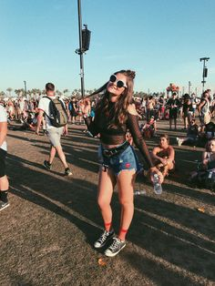 15 Best Boho Chic Women's Coachella Festival Outfit – Mode für Frauen Coachella Festival, Music Festival Outfits, Edm Festival, Festival Clothing, Music Festivals, Festival Fashion, Festival Looks, We Color Festival, Carnival Outfits