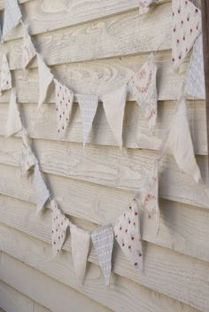 I love this neutral bunting with a touch of colour