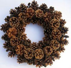 Kerst krans Pine Cone krans Winter krans Christmas Decor deur krans vakantie krans krans natuurlijke krans gedroogde komstkroon Handgemaakte pine cone krans bestaat uit hand geplukt en gedroogd natuurlijke materialen zoals dennenappels en elzen kegels. Dennenappels zijn 5-7 cm (2-2.8 inch) groot. Alle natuurlijke materialen zijn gelijmd met hete floral lijm op een stro krans basis. De kroon van de diameter is ongeveer 37 cm (14.6 inch). Bedankt voor het kijken en vrolijk kerstfeest voor u...