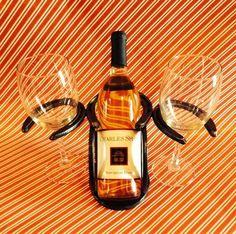Artículos similares a Horseshoe Wine Bottle and Glass Holder en Etsy Welding Art Projects, Welding Crafts, Metal Projects, Horseshoe Projects, Horseshoe Crafts, Horseshoe Art, Wine Glass Holder, Wine Bottle Holders, Horseshoe Wine Rack