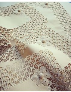 Crochet Angels, Crochet Art, Filet Crochet, Crochet Crafts, Crochet Stitches, Crochet Table Runner, Crochet Tablecloth, Baby Knitting Patterns, Crochet Patterns
