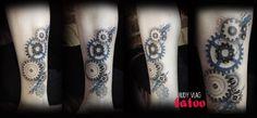 Complementando tattoos! -Engranes en la pantorrilla con puntillismo -DIseño propio,  sin remplazar la idea original ni retocar el tatuaje anterior. :) una buena sesión :)