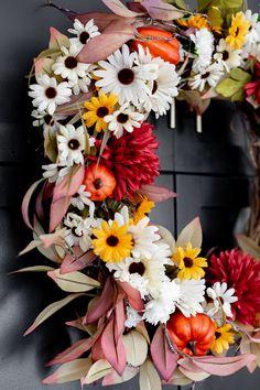 Dollar Store Fall wreath Fall Yarn Wreaths, Diy Fall Wreath, Wood Pumpkins, Small Pumpkins, Happy Halloween, Corn Husk Wreath, Fall Wreath Tutorial, Pumpkin Wreath, Autumn Crafts