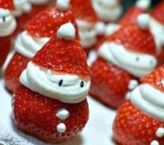 And some in-season strawberry Santas. : And some in-season strawberry Santas. Christmas Snacks, Christmas In July, Christmas Goodies, Holiday Treats, Christmas Baking, Kids Christmas, Holiday Recipes, Christmas Decorations, Xmas