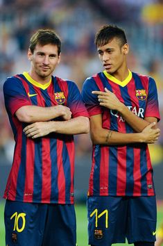 Lionel Messi (L) and his team-mate Neymar of FC Barcelona chat during the FC Barcelona offcial presentation prior to a friendly match between FC Barcelona and Santos at Nou Camp on August 2, 2013 in Barcelona, Spain.