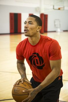 Derrick Rose Back On The Court