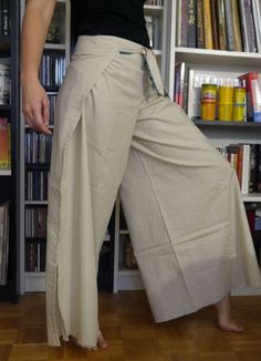 how to make thai fisherman pants pattern Pantalon Thai, Couture Mode, Couture Fashion, Thai Fisherman Pants, Diy Clothes, Clothes For Women, Wrap Pants, Peasant Skirt, Japanese Sewing