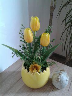 Easter Flower Arrangements, Easter Flowers, Easter Egg Dye, Spring Crafts, Easter Baskets, Hobbies And Crafts, Easter Crafts, Artificial Flowers, Flower Pots