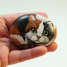 Calico Cat painted on a Rock - Painted Rocks - Cat Rock - Animal Stones - Pet Rock - Calico Cat - Painted Cat Stone - Hand Painted Cat Rock Pebble Painting, Pebble Art, Stone Painting, Painted Rock Animals, Hand Painted Rocks, Rock Painting Ideas Easy, Rock Painting Designs, Stone Crafts, Rock Crafts