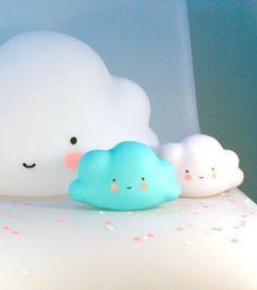 Achetez la petite veilleuse nuage sur lavantgardiste et illuminez votre vie d'une lumière douce et légère.