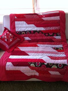 Piecera Julieta.... Lindos rojos Valance Curtains, Quilting, Ideas, Home Decor, Scrappy Quilts, Bedspreads, Organizers, Red, Yurts