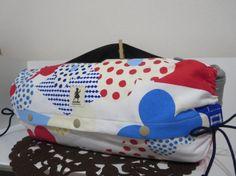 エルゴの抱っこひもに使える収納カバーです❤表は赤や青や黄色のドット柄のフラワーがかわいい北欧風の生地を使用しています(ღ→‿←ღ)Handmadeのタグを飾り...|ハンドメイド、手作り、手仕事品の通販・販売・購入ならCreema。