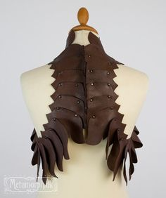 Dragon's spine brown leather vest / Sculptural fashion / Spiky backbone / Burning man / Larp Edgy fashion / Post apocalyptic leather bolero Would love to incorporate overlapping leather plates/scales into my design Source by StitcherBear. Leather Armor, Leather Vest, Brown Leather, Burning Man, Hansel Y Gretel, Elle Fashion, Sculptural Fashion, Leather Projects, Fabric Manipulation