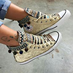 Zigeuner - Converse Source by modeatelierbelz de Zapatos Converse All Star, Mode Converse, Converse Shoes, Shoes Sneakers, Diy Converse, Sock Shoes, Shoe Boots, Bone Bordado, Sneakers Fashion