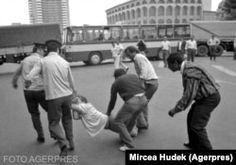 Galerie Foto: 31 de ani de la Mineriada din 13-15 iunie 1990  Cronologia unei pagini negre din Istoria României Wrestling, Student, Sports, Military, Lucha Libre, Hs Sports, Sport