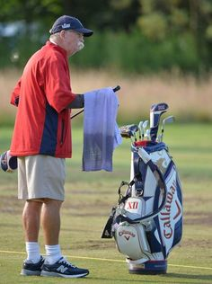 Fluff  Cowan the caddie for Jim Furyk on the range before his first round.