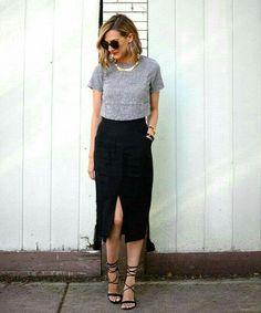 Para uma pegada casual sem perder elegância experimente usar a saia midi com uma t-shirt