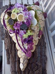 Dekoracja nagrobna, florystyka funeralna, Wszystkich Świętych, 1 listopada Art Floral, New Years Decorations, Funeral Flowers, Decor Crafts, Home Decor, Grapevine Wreath, Grape Vines, Heart Shapes, Floral Arrangements