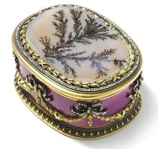 Fabergé -- A Jewelled Gold, Enamel & Agate Box -- Circa 1895 -- Workmaster: Carl Blank (St. Objets Antiques, Faberge Eier, Antique Boxes, Pretty Box, Jewellery Boxes, Jewellery Making, Russian Art, Jewel Box, Small Boxes