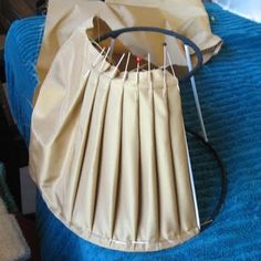 Wonderful Diy Ideas: Old Lamp Shades Wire lamp shades retro.Lamp Shades Drum Home shabby chic lamp shades patterns. Shabby Chic Lamps, Shabby Chic Furniture, Home Decor Near Me, Diy Home Decor, Diy Lustre, Diy Luminaire, Ceiling Lamp Shades, Lamp Makeover, Ideias Fashion