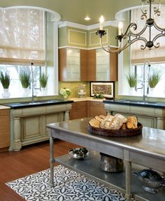 <3 this kitchen! Gorgeous trim, windows, and island.