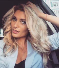 https://vk.com/photo4158043_427989693 Блондинкам идут цвета, оттенки голубого, бирюза, розовые тона.