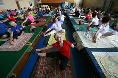 Hatha yoga boosts brain function in older adults, according to a recent study. Hatha yoga boosts brain function in older adults, according to a recent study. Healthy Balanced Diet, Get Healthy, Healthy Life, Healthy Living, Senior Fitness, Health Resources, Bone Health, Medical Conditions, Workout Programs