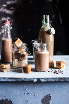 25 Cold-Brew Coffee Recipes For Your Mornings Almond Milk Coffee, Chocolate Almond Milk, Malted Milk, Hot Chocolate, Summer Lunch Recipes, Easy Summer Meals, Non Alcoholic Drinks, Cocktails, Beverages