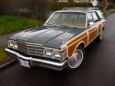 STATION WAGON! Gimme some of that side paneling:)