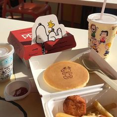 Shared by ? Find images and videos about food, a… Shared by ? Find images and videos about food, aesthetic and yummy on We Heart It – the app to get lost in what you love. Comida Disney, Think Food, Cute Desserts, Cafe Food, C'est Bon, Aesthetic Food, Korean Food, Food Cravings, Food Pictures