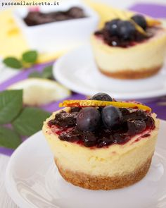 Mini Cheesecake ai Mirtilli, con variante senza formaggio spalmabile! Mini Blueberry Cheesecakes with Greek Yogurt