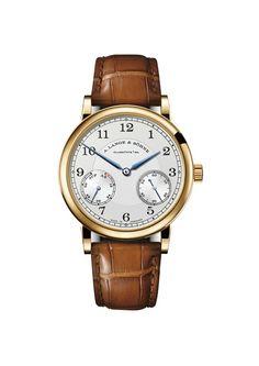 El 1815 de A. Lange & Söhne es sinónimo de noble sencillez al más alto nivel relojero. Ahora, su mecanismo de tres días ha sido equipado con un mecanismo de reserva de marcha. En el nuevo 1815 Up/Down una aguja suplementaria de acero pavonado, situada a la altura de las 8 horas, indica cuanto tiempo de marcha le queda todavía al reloj.