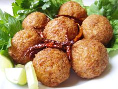 Thai Red Curry Rice Balls (I'm gonna try it with green curry. Laos Recipes, Side Recipes, Thai Recipes, Vegan Recipes, Cooking Recipes, Curry Fried Rice, Curry Rice, Thai Rice, Asian Rice
