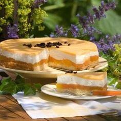 Ein Spiegel aus Maracujasaftes macht diese Torte besonders fruchtig. Wer mag, ersetzt die Pfirsiche durch eingemachte Birnen.