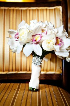 Ideas wedding bouquets white orchids grooms for 2019 Beach Wedding Bouquets, Bride Bouquets, White Orchids, Cymbidium Orchids, White Roses, Wedding Table Themes, Wedding Ceremony Arch, Hand Bouquet, Summer Wedding Colors
