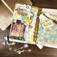 Soooo many things I love in one picture!! I am not sure I've ever been so in love with a fall collection as I am with @pinkpaislee's Cedar Lane. Also, so excited to play more with the printables designed by @chelleydarling and @christytomlinson that are included in the Creative Holiday Planner Workshop! #prettypocketpeeks #pinkpaislee #creativeholidayplannerworkshop #plannerdarlingspotd day 10