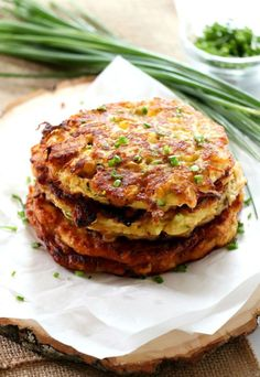 Sweet Corn and Zucchini Fritter Cakes is the perfect end to Summer. Make these for any special side dish or even smaller cakes to serve for appetizers. My Favorite Food, Favorite Recipes, Vegetarian Recipes, Healthy Recipes, Vegetable Recipes, Free Recipes, Zucchini Fritters, Corn Fritters, Corn Cakes