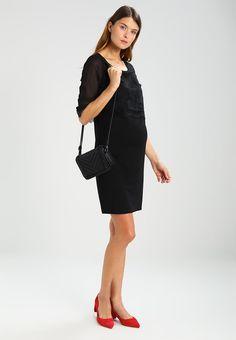 ¡Consigue este tipo de vestido de tubo de MAMALICIOUS ahora! Haz clic para ver los detalles. Envíos gratis a toda España. MAMALICIOUS MLJANNI 3/4 MIX ABOVE KNEE Vestido de tubo black: MAMALICIOUS MLJANNI 3/4 MIX ABOVE KNEE Vestido de tubo black Ropa   | Material exterior: 65% viscosa, 30% poliéster, 5% elastano | Ropa ¡Haz tu pedido   y disfruta de gastos de enví-o gratuitos! (vestido de tubo, ajustado, ajustados, entallados, ceñido, ceñidos, bandage, tube, tight, pencil, band, fitted...